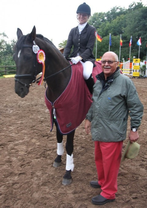 Der stolze Pferdebesitzer des Siegerpferdes Gerhard Fröhlich